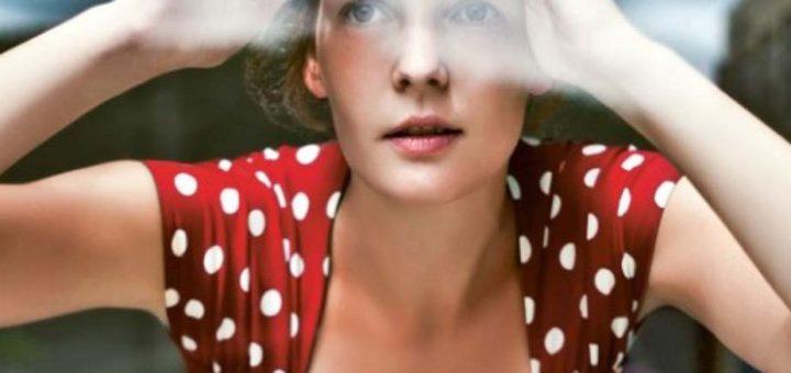 donna taccuino rosso